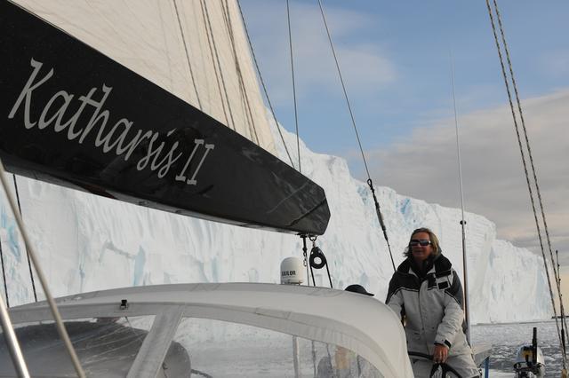 """""""Katharsis II - Dookoła Antarktydy - na południe od 60 stopnia"""". Rejs pod patronatem """"Żagli"""""""